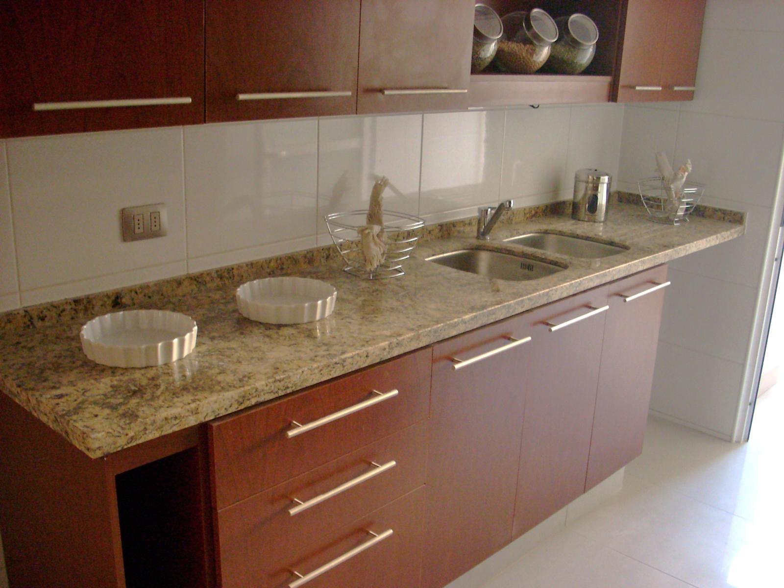 Cubiertas de granito cubiertas de cuarzo y granito for Marmoles y granitos para cocinas